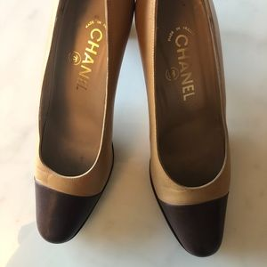 Chanel Two-toned pumps